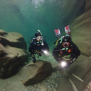 Scuba Diver in Begleitung